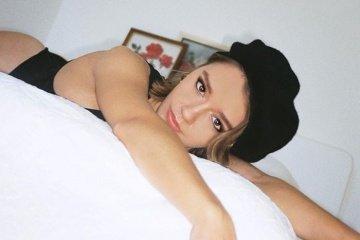 Eves Karydas press photo 2020